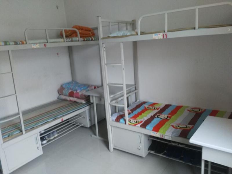 郑州富士康参加社会实践的同学们开展文明宿舍大比拼活动
